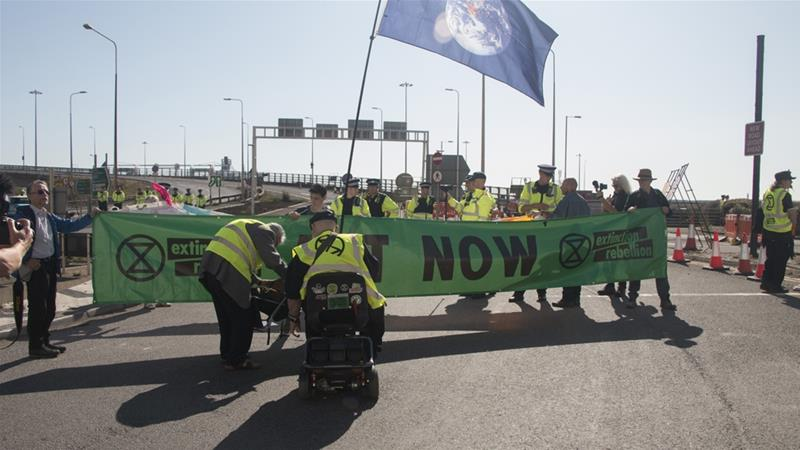 Climate change: Extinction Rebellion protesters arrested in UK