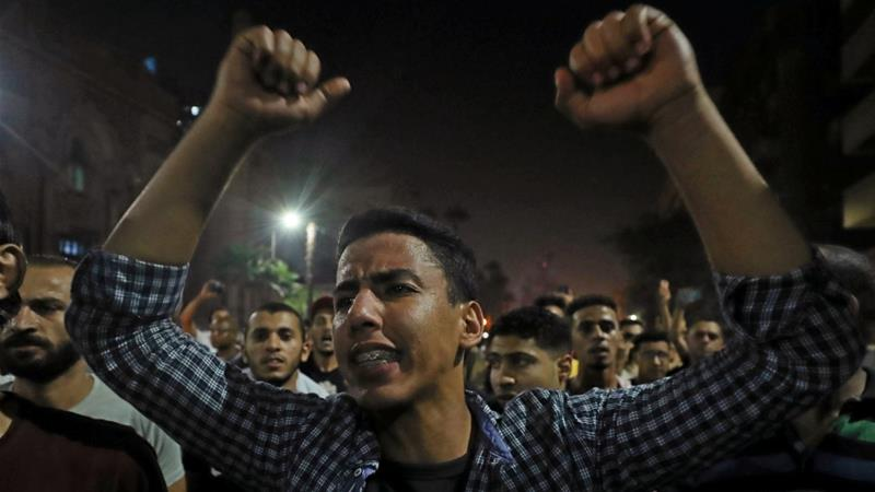 Small groups of protesters gather in central Cairo shouting anti-government slogans in on September 21, 2019 [Reuters/Mohamed Abd El Ghany]