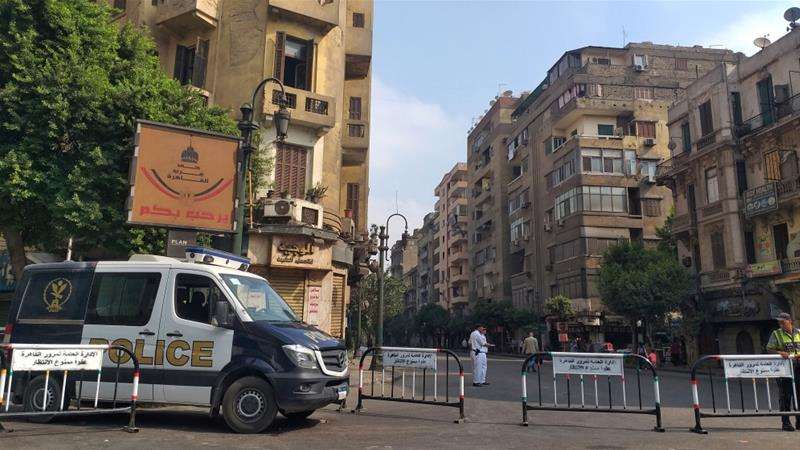 Egyptian security forces block the road leading to Cairo's Tahrir square on September 27, 2019 [Khaled Desouki/ AFP]