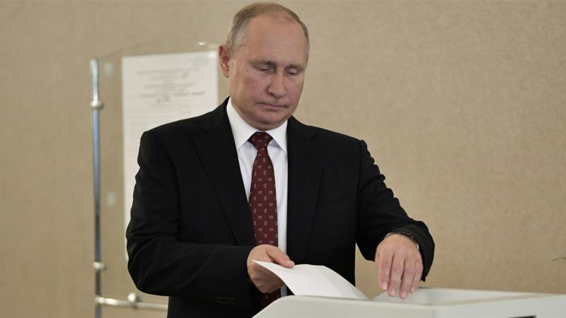 Russian President Vladimir Putin is losing popularity, according to some polls, and his party lost some seats in the recent Moscow city vote [Reuters]