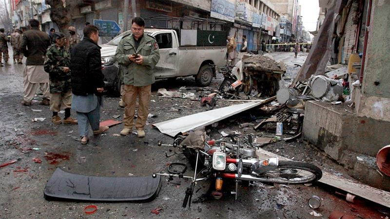 Pakistani police officers examine site of the bomb explosion in Quetta [Arshad Butt/AP]