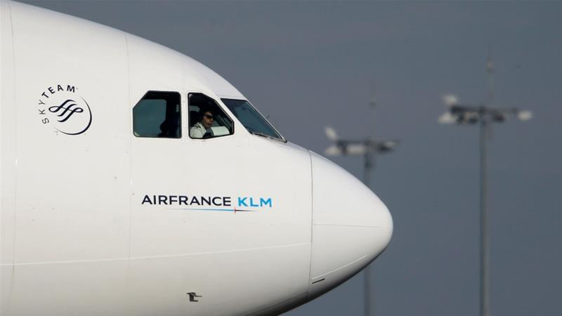 Despite positive revenue growth in January, Air France-KLM said it expected lower sales in the first quarter due to the coronavirus outbreak [File: Christian Hartmann/Reuters]