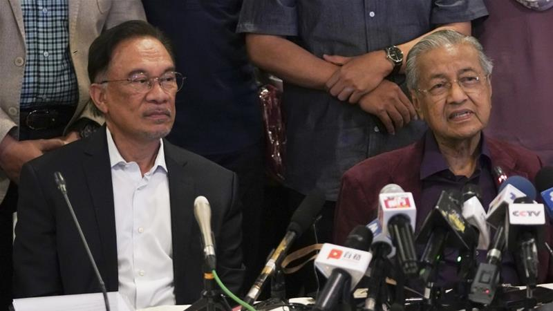 The political futures of both Mahathir and Anwar had appeared in doubt on Friday, with Anwar competing as a candidate in his own right and Mahathir finding little support for a unity government [File: Vincent Thian/AP]