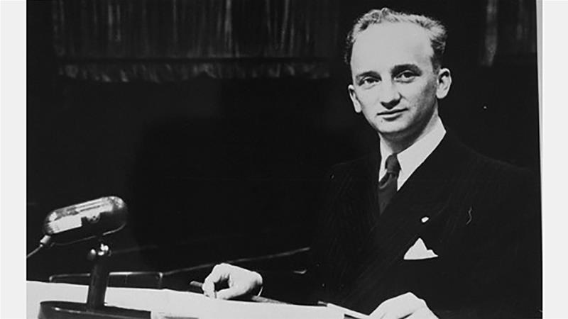 Prosecutor Benjamin Ferencz at the Einsatzgruppen Trial in Nuremberg [Credit: Creative Commons]