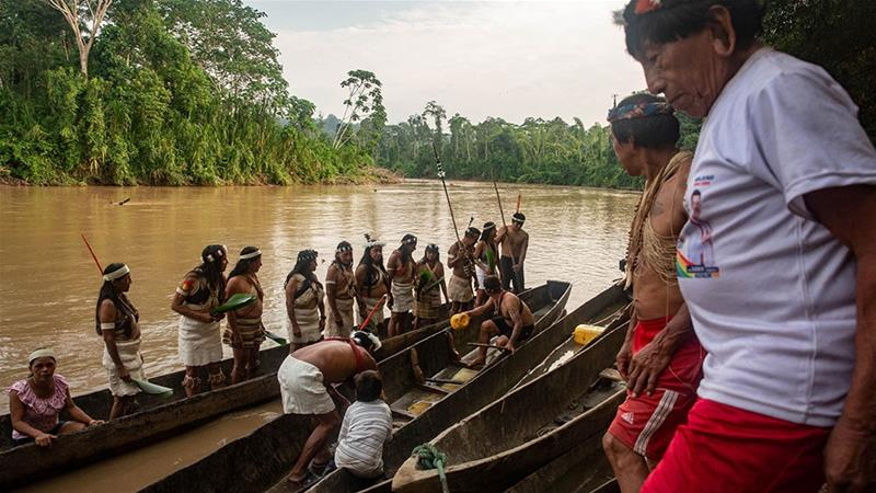 [Waorani people embark on a canoe journey along the Curaray river, ancestral Waorani territory, Ecuadorian Amazon [Courtesy of Jeronimo Zuniga/Amazon Frontlines]