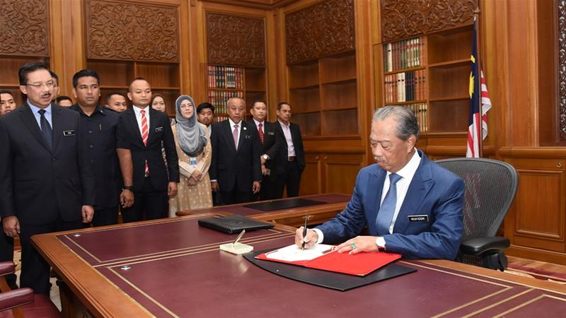 Mahathir, Anwar vie for power again