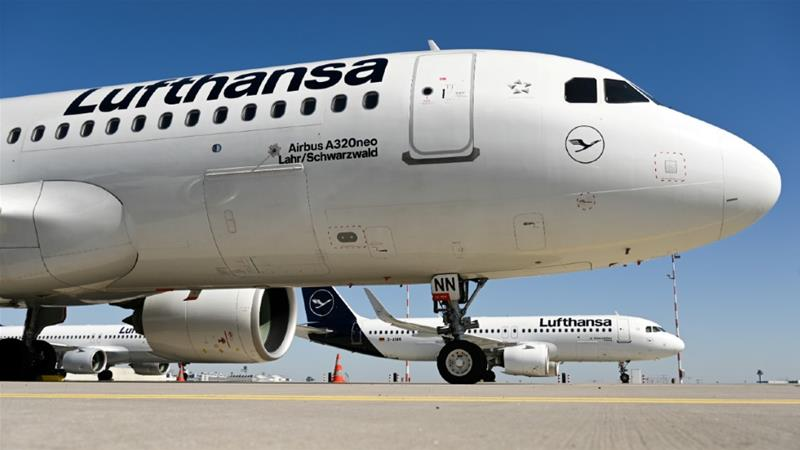 Lufthansa executives have raised concerns that the terms on offer by the government would hamstring it against international competitors who have received less stringent bailout conditions [File: Arne Dedert/Reuters]