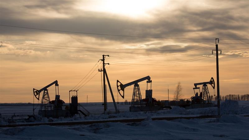 Oil prices rebounded from early losses on Friday on renewed hopes of an agreement by the world's largest oil producers, including Russia and Saudi Arabia, to cut global crude output [File: Andrey Rudakov/Bloomberg]
