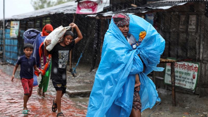 Deaths reported as cyclone hits India