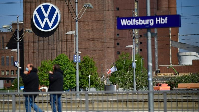 Volkswagen issues apology for racist ad