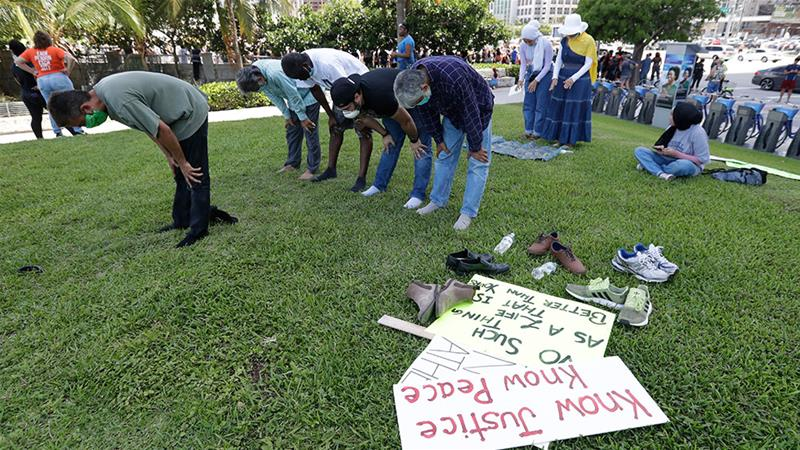 Muslim protesters pray before joining a demonstration in Miami, Florida [Wilfredo Lee/AP Photo]