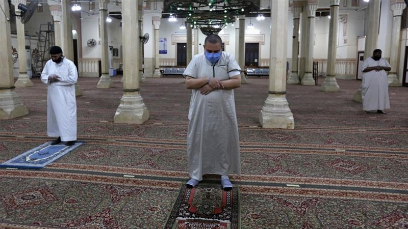 Egyptians pray inside the Salah El Din Mosque after months of COVID-19 lockdown [Mohamed Abd el-Ghany/Reuters]