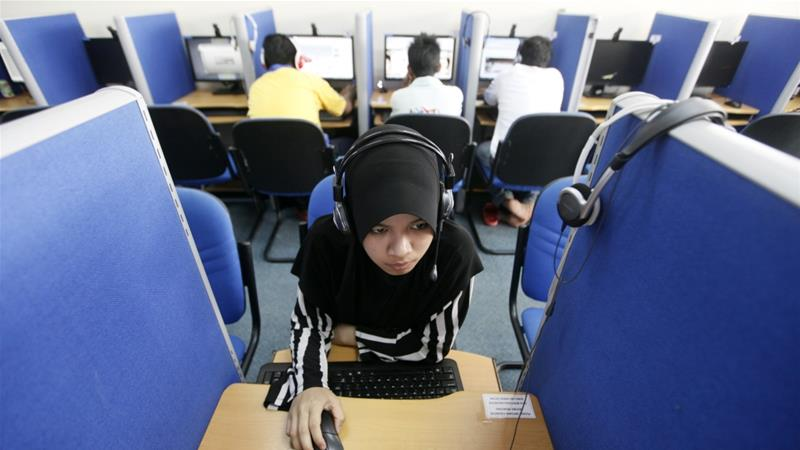 A woman browses the Internet at a cyber cafe in Putrajaya, Malaysia on June 16, 2011 [Reuters/Bazuki Muhammad]