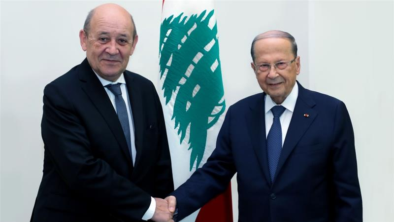Lebanese President Michel Aoun receives France's Foreign Minister Jean-Yves Le Drian at the Baabda Palace in Beirut [Anadolu]