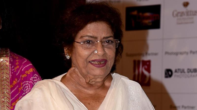 Allu Arjun 'bows down' to his 1st choreographer Saroj Khan