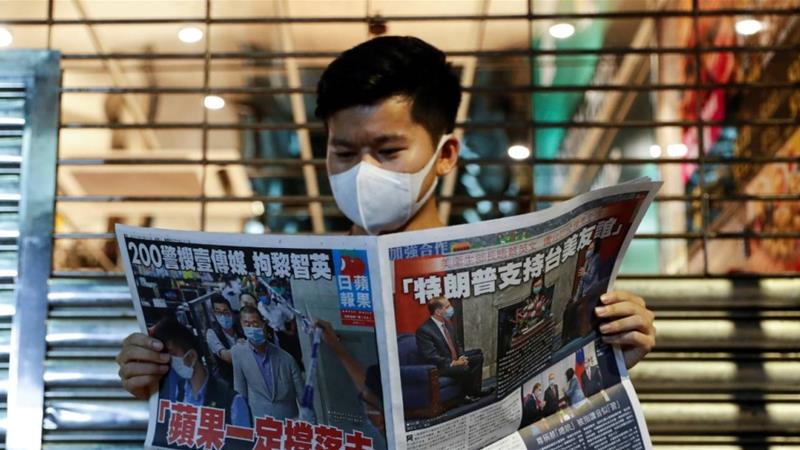 Hong Kong residents buy newspaper in support of free press