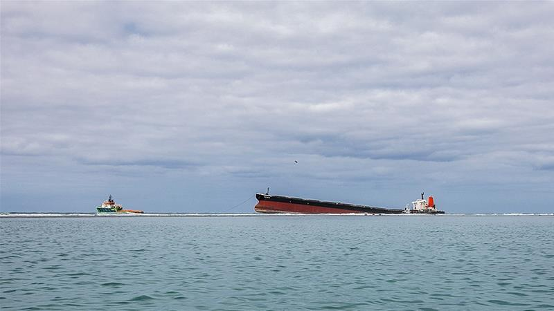 Ship carrying 4000 tons of fuel at risk of splitting