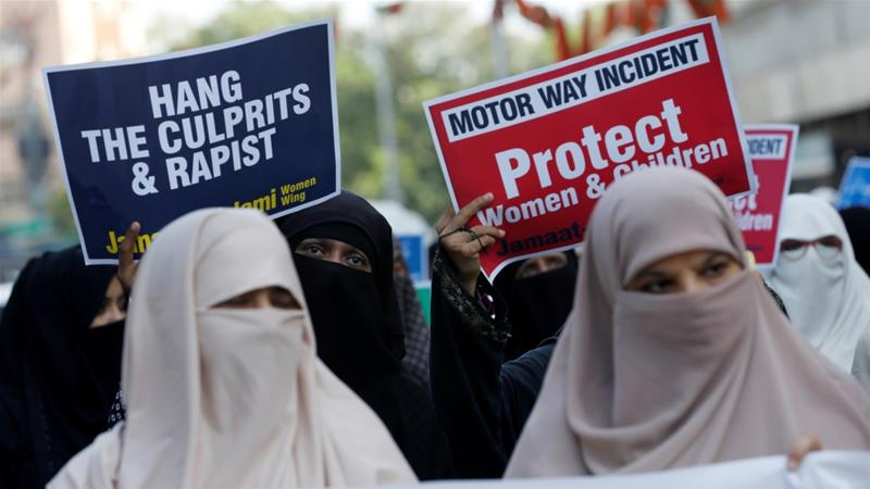 Protest taking place in Karachi against the gang rape of a woman while driving on a highway in Punjab province [Akhtar Soomro/Reuters]