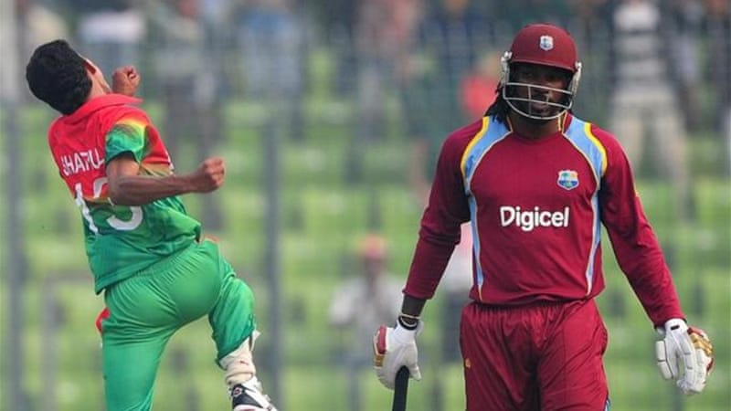 Shafiul Islam (L) claimed three wickets including the wicket of Chris Gayle during final ODI [AFP]