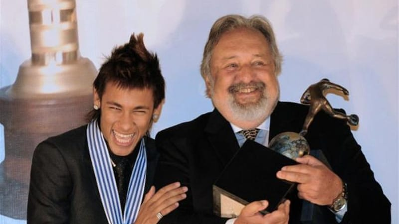 Neymar (L) celebrates next to Santos president Luis Alvaro de Oliveira with award for best South American player [AFP]