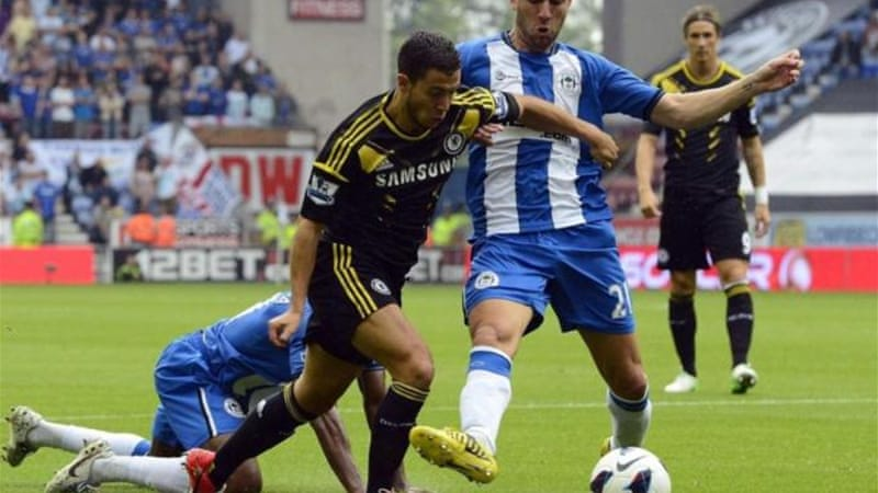 Wigan's Ivan Ramis (R) conceded a penalty after his challenge on Hazard (2nd L) on Sunday [Reuters]
