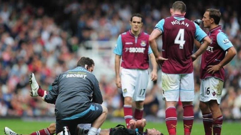 Andy Carroll's new West Ham teammates gather around him as he struggles with hamstring injury [GETTY]