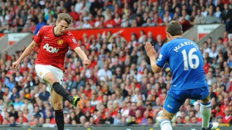 Nick Powell (L) scores on his debut for United to end the perfect match for Alex Ferguson's team [EPA]