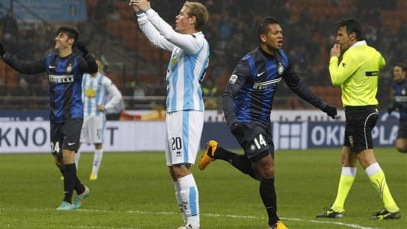 Inter's Fredy Guarin (3rd R) celebrates after scoring the second goal against a poor Pescara side [Reuters]