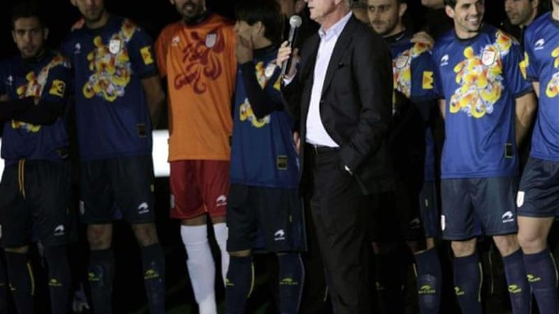 Cruyff (C) talks to players and crowd during his last game in charge of Catalonia [EPA]