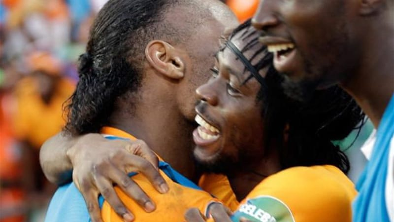 Goalscorer Gervinho (C) celebrates with captain Didier Drogba (L) as Ivory Coast make a winning start [AP]