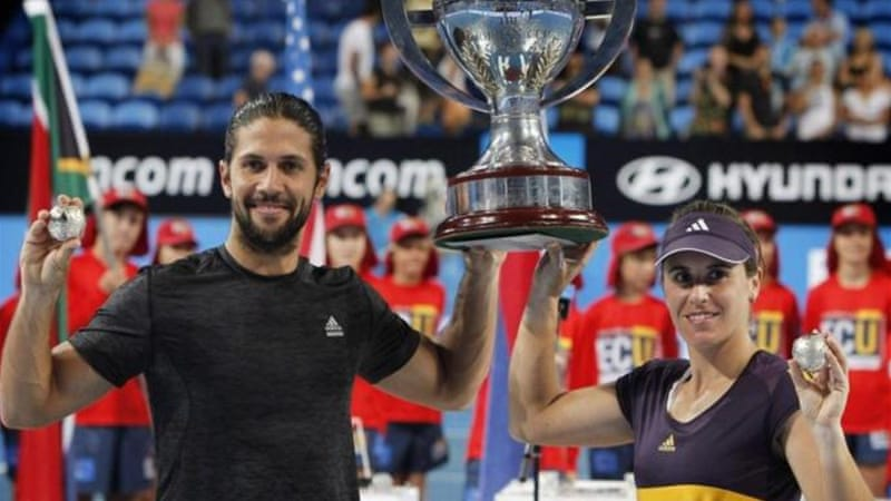 Spaniards Verdasco (L) and Anabel Medina prevent Serbia from winning their first title [Reuters]