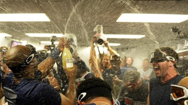 Torii Hunter (L) and Justin Verlander (R) celebrate in locker room after defeating Oakland [GALLO/GETTY]