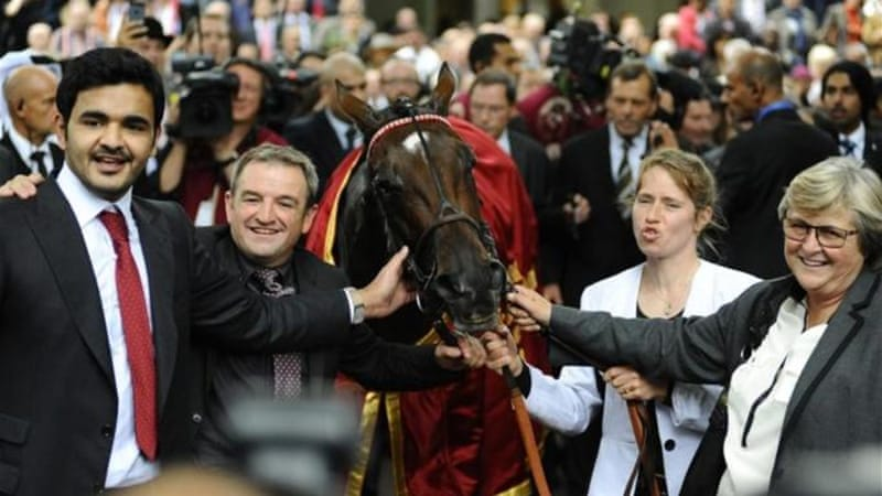 Owner Sheikh Joaan Al Thani (L) and trainer Criquette Head-Maarek (R) pose with Treve after victory [GALLO/GETTY]
