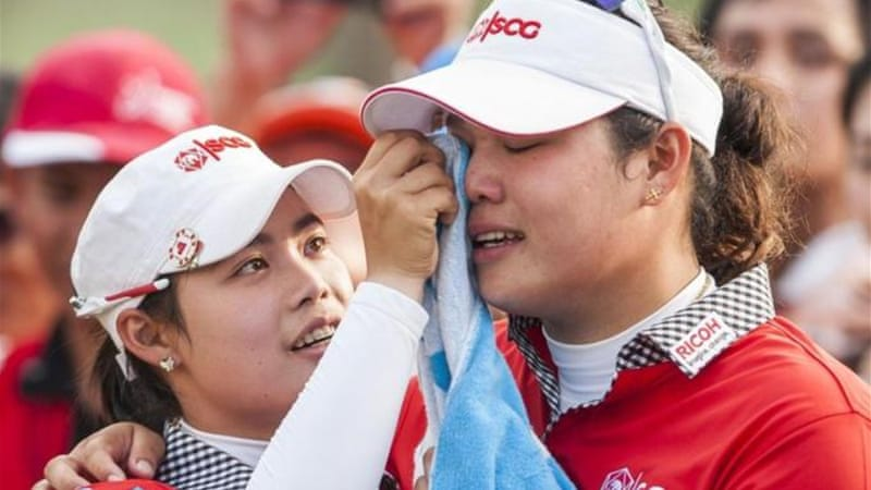 Jutanugarn (R) is consoled by sister Moriya after handing title to Inbee Park with triple bogey on 18th hole [GETTY]