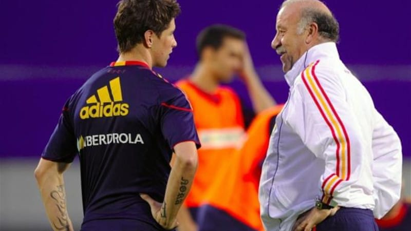 The player who helped Spain to World Cup glory is no longer a favourite of Spain coach Vicente del Bosque (R) [AFP]