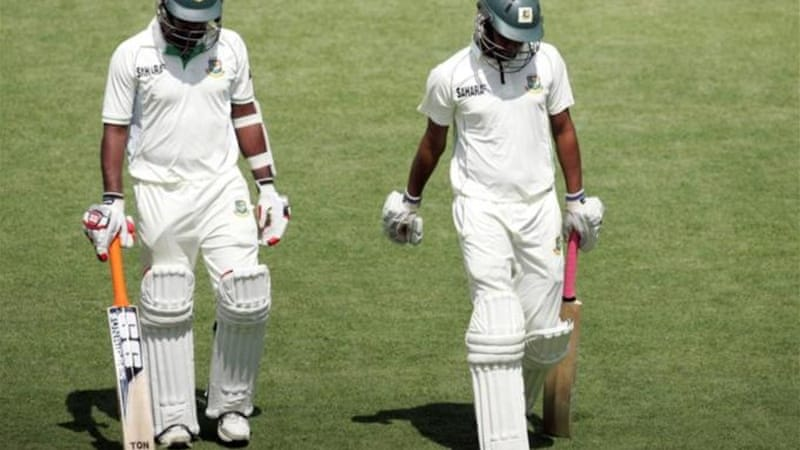 Tail end of Bangladesh batting Robiul Islam (L) and Rubel Hossain (R) walk off dejectedly [AFP]