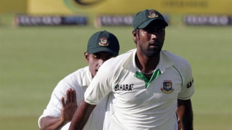 Robiul Islam (front) grabbed two early wickets for Bangladesh as Zimbabwe chased 391 [AFP]