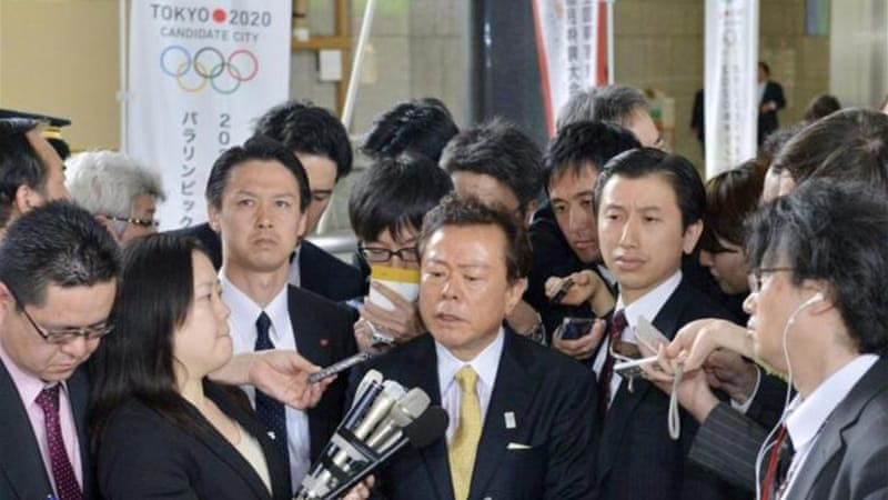 Naoki Inose (C) apologises after breaking IOC protocol by criticising opponent as quoted in New York Times [AP]