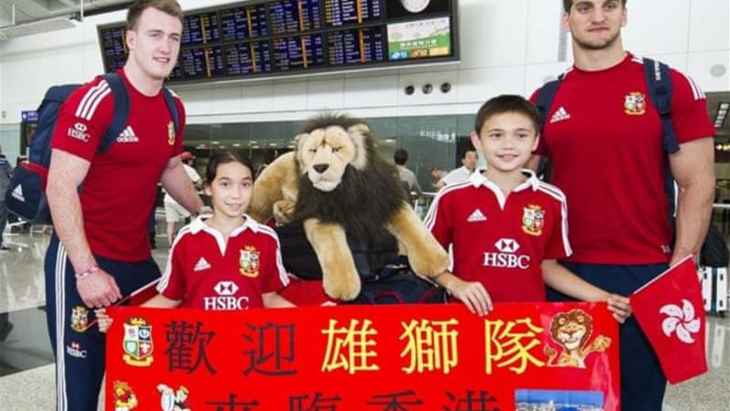 Lions captain Sam Warburton (R) and Stuart Hogg pose with local children on arrival to Hong Kong [GALLO/GETTY]