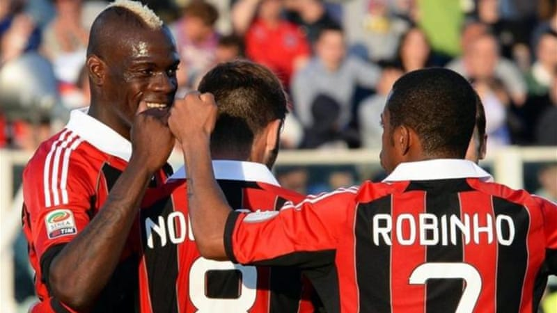 Balotelli (L) has made remarkable start to his time in Italian top division after leaving Man City [EPA]