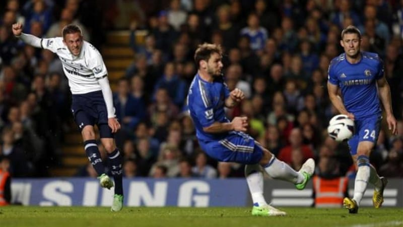In a pulsating game Tottenham's Gylfi Sigurdsson (L) scores brilliant goal to draw level late on [Reuters]