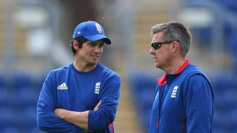 Alastair Cook (L) and head coach Ashley Giles have to plan another Kiwi strategy [GALLO/GETTY]