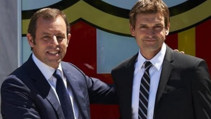 Barca club president Sandro Rosell (L) with Vilanova who replaced Pep Guardiola as manager in June 2012 [AP]