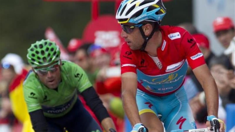 Italian rider Vincenzo Nibali (R), and Movistar Team's Spanish rider Alejandro Valverde [AFP]