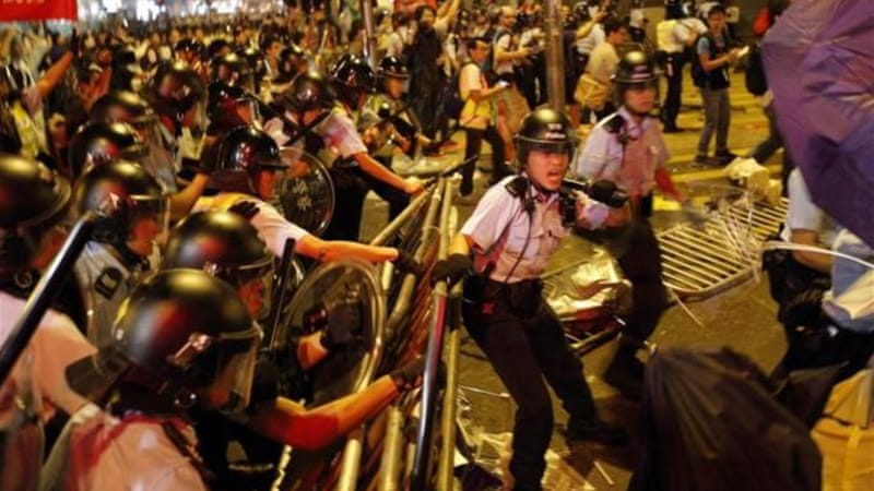 Riot police move into a protest site during clashes with protesters in Mong Kok [Reuters]