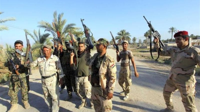 Shia militia members seized Jurf al-Sakhr, a strategic Sunni town, from ISIL on Sunday [Reuters]