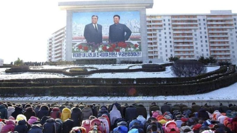 North Koreans bow as they pay their respect to late leader Kim Jong-il [Reuters]