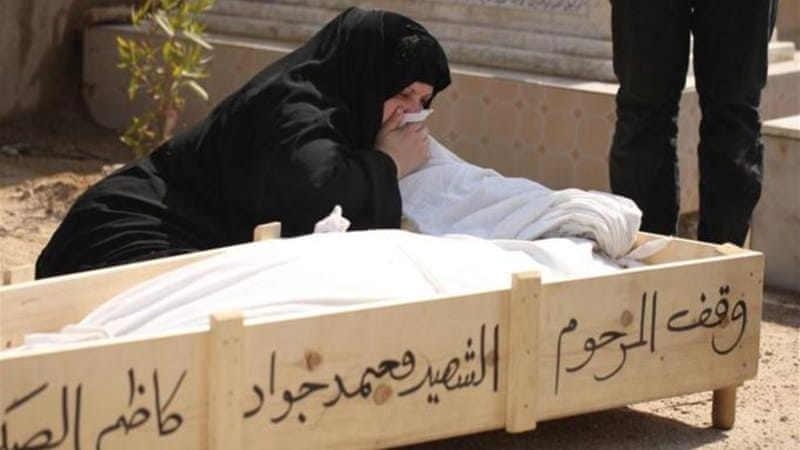 A funeral held on Monday in the Iraqi city of Ramadi, which is again the scene of a suicide attack. [AFP]