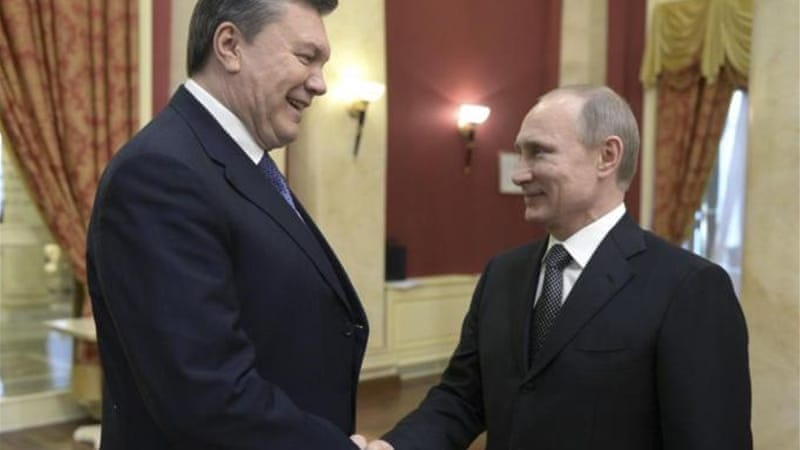 Yanukovich, left, had been expected to discuss with Putin the fate of a $15bn Russian bailout [Reuters]