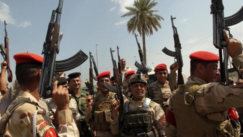 Iraqi army troops chant slogans against the Islamic State of Iraq and the Levant [AFP]